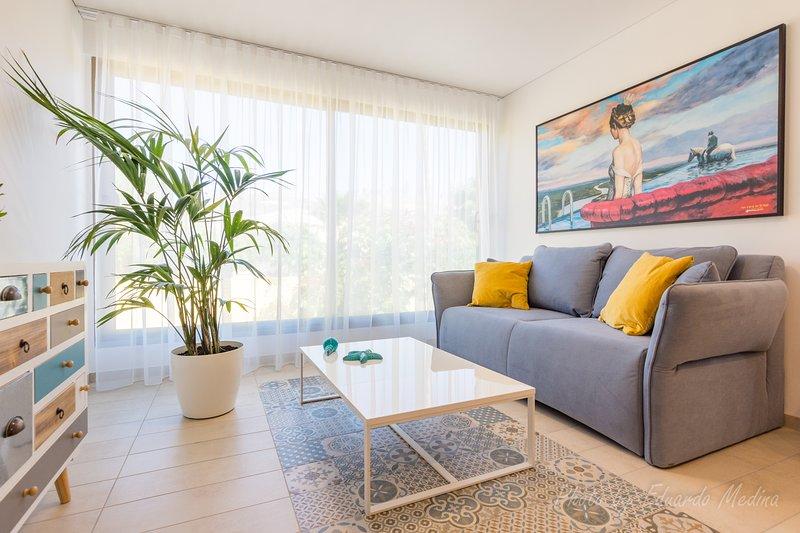 Casa Guacamayo.- Apartamento tranquilo a 500 metros de la playa, holiday rental in Esquinzo