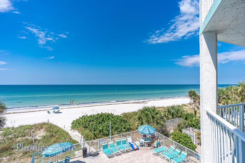 Vista direta do Golfo e deck da piscina da varanda