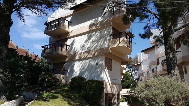 Alquiler Temporario Apartamento Pinamar, zona Golf, Argentina, vacation rental in Ostende