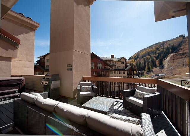 Remodeled Penthouse - Ski In/Out - Huge Decks/Views - Private Hot Tub/Sauna, holiday rental in Purgatory