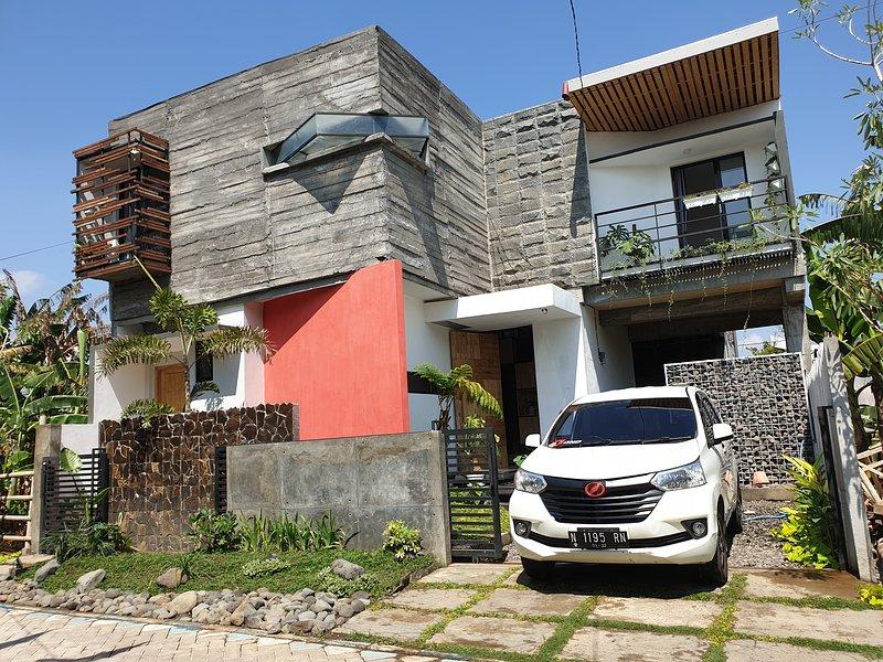 Happy House BnB, holiday rental in Probolinggo