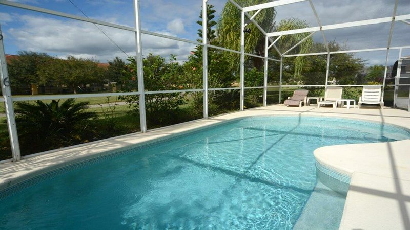 Side view of pool area with sunbath sitting area