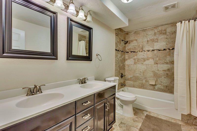 Flooring,Indoors,Room,Floor,Bathroom