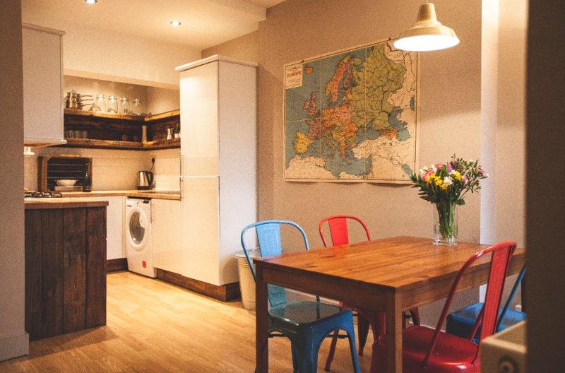Cool apartment in fashionable area, location de vacances à Wythenshawe