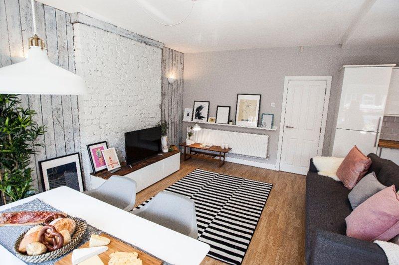 Scandinavian style apartment in fashionable area, location de vacances à Wythenshawe