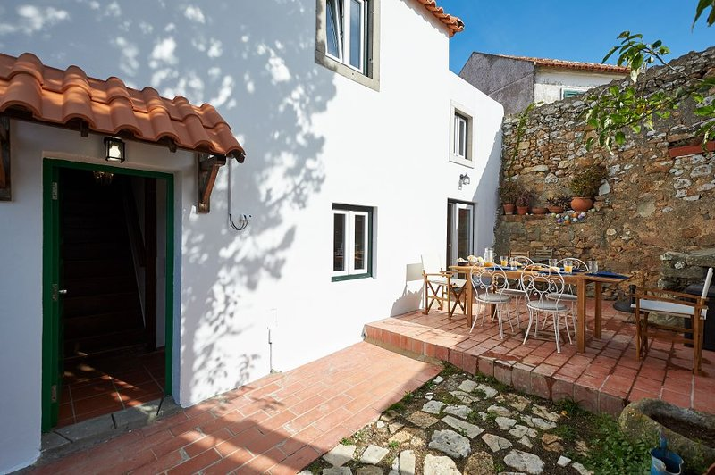 Casalinho Macieira - Rustic cottage near Cascais, holiday rental in Azoia