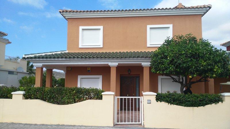 Devant villa Tellies 1