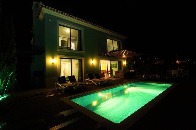 Green Eden Villa 5 Stars With Private heated Pool, casa vacanza a Prazeres
