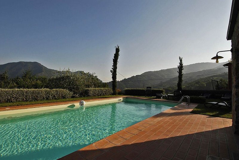 NEW! Retreat, 30 min Lucca, private pool, chef service, WIFI, perfect groups, vacation rental in San Romano
