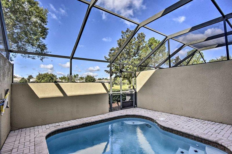 Esta propiedad cuenta con un patio privado y piscina.