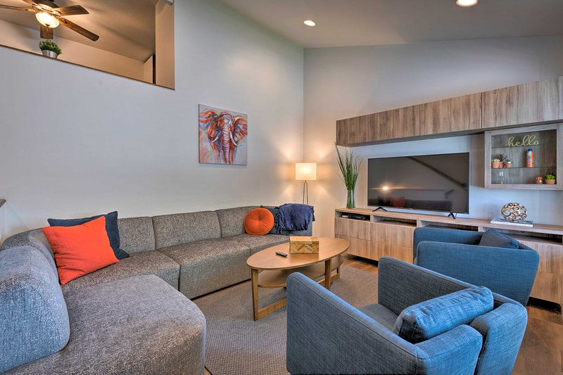 Salt Lake City Area Home <20Mi to Snowbird & Alta, holiday rental in Sandy