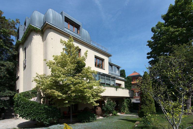 Huge luxury VILLA, 6 bedrooms, 6 bathrooms, terraces, garage, vacation rental in Ricany