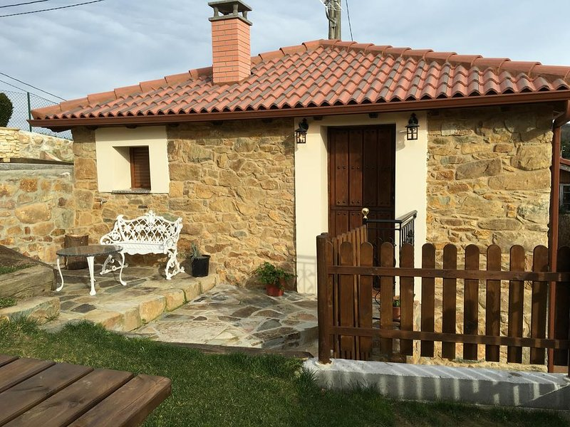 Nice house with garden, location de vacances à Navelgas