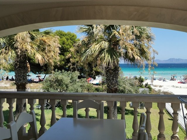 Fantastico apartamentos en primera linea de espectacular Playa de Muro., holiday rental in Alcudia