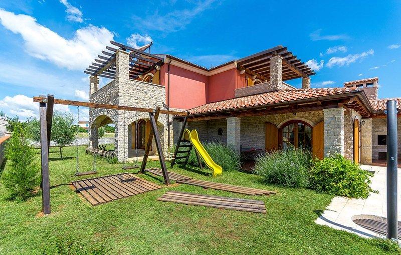 House,Building,Patio,Bench,Porch