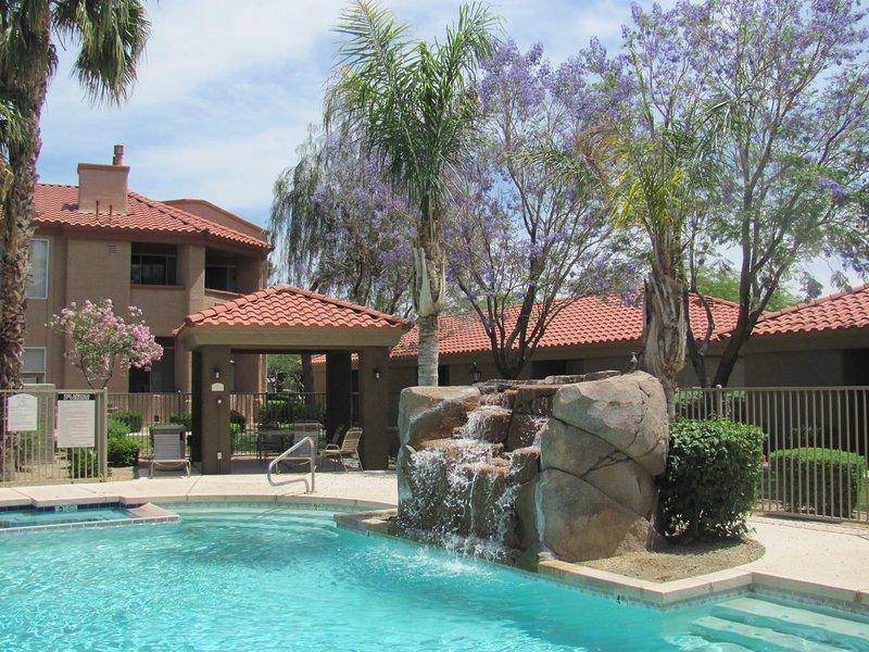 Pristine Top Floor Condo With Access To Clubhouse & Pools, alquiler vacacional en Peoria