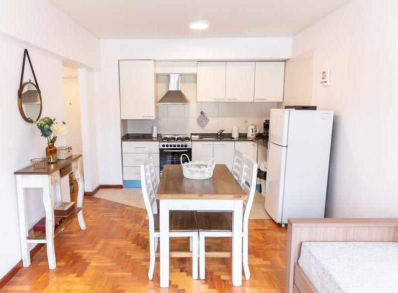 Apartamento luminoso ideal para caminar la ciudad, holiday rental in Villa Nueva