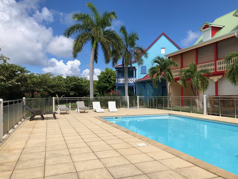 Beautiful brand new studio, pool front, 2mn walk to the beach!, holiday rental in Orient Bay