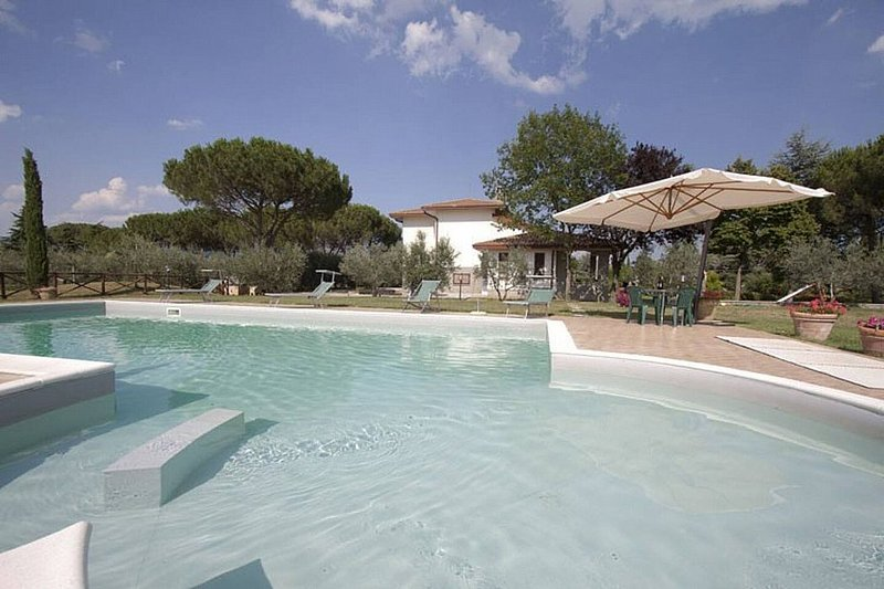 Camucia-Monsigliolo Villa Sleeps 12 with Pool and WiFi - 5228881, vacation rental in Montecchio
