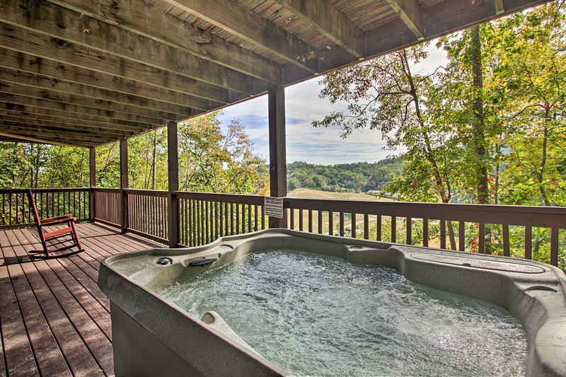 La vasca idromassaggio privata è il luogo perfetto per concludere la giornata.