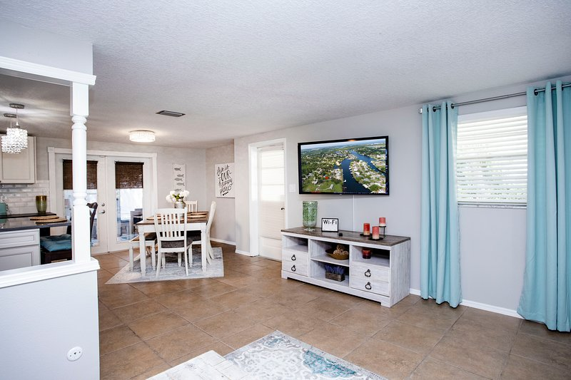 Welcome to leisey's landing, Three bedrooms two bath waterfront retreat, holiday rental in Sun City Center