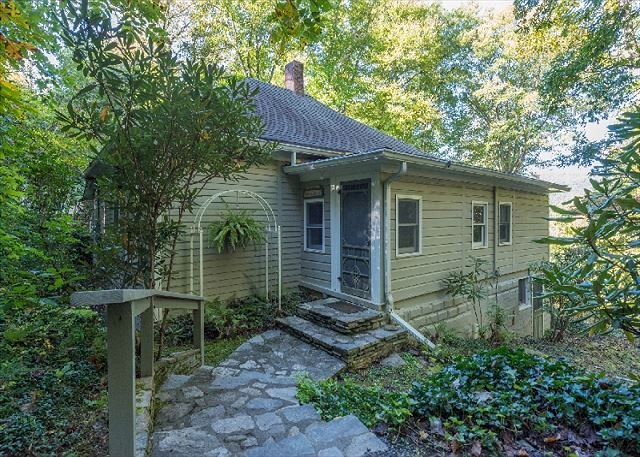 Kitchen Creek | Groups Allowed | Close to Montreat Conference Center, holiday rental in Montreat