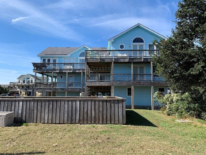 3rd row Whalehead beach house w/ private heated pool, elevator, pool table, alquiler de vacaciones en Corolla