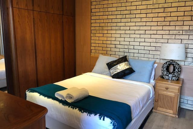 Retro 1 bedder*Close to airport&CBD, vacation rental in Kingsgrove