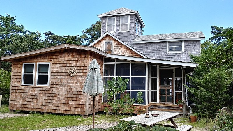 Compass Rose-A short distance to shops and restaurants, vacation rental in Ocracoke