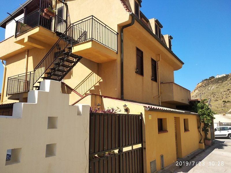 Amazing apartment with sea view, vacation rental in Siculiana Marina