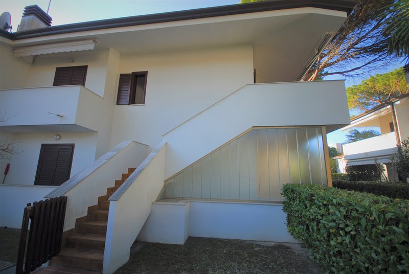 Residence Penta with Swimming Pool, vacation rental in Lignano Pineta