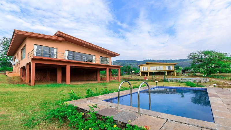 Shivom Villa 3 by Vista Rooms, vacation rental in Khandala