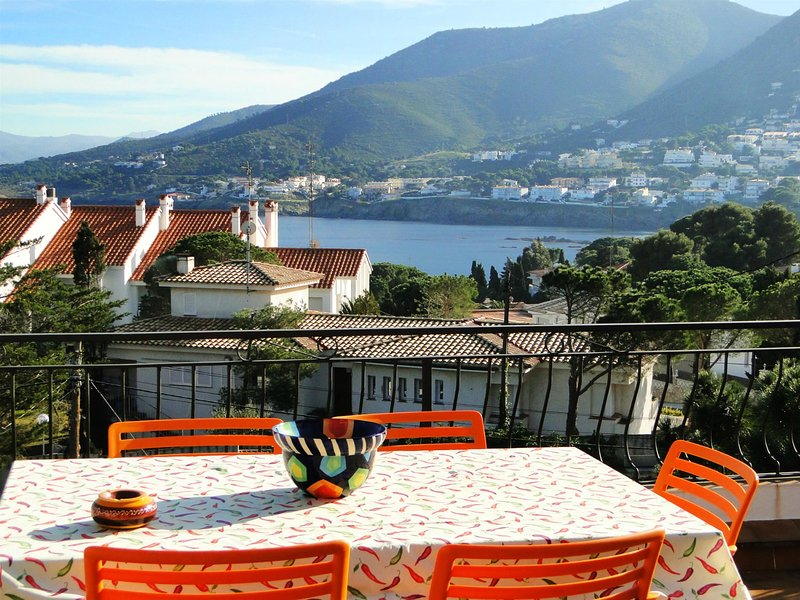 Apartment: Huge terrace, sea view, WIFI and BBQ – semesterbostad i Llanca