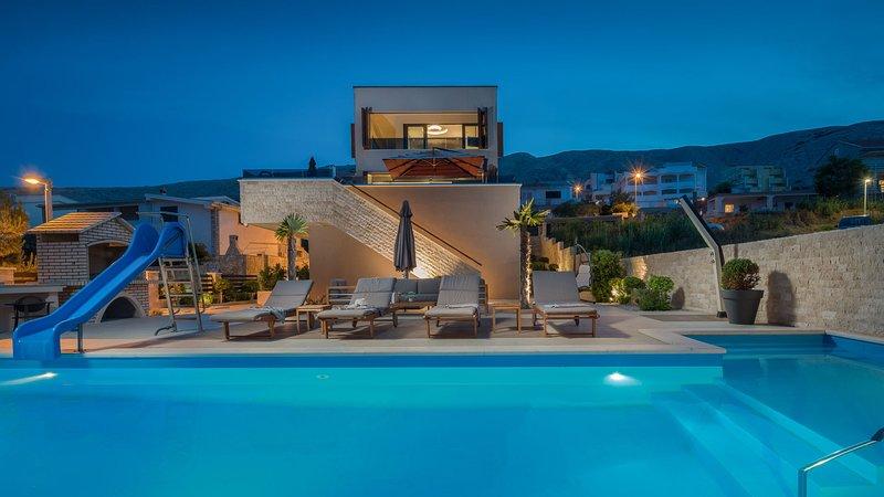 Villa Moon Dance with Pool, location de vacances à Bosana