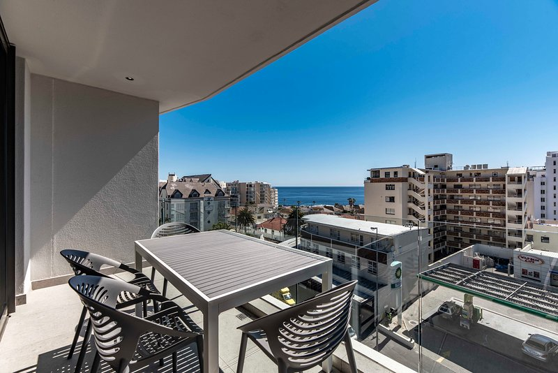 502 The Cosmopolitan..... Magnificent Views, vacation rental in Bantry Bay