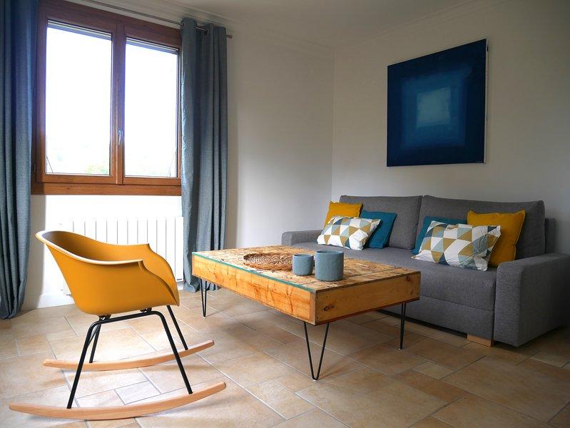Dans un village du Revermont, calme et nature, proche de Bourg en Bresse, holiday rental in Le Poizat