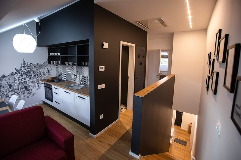 Postcard City Apartment, 2 BR w/Parking, AC, Balcony, vacation rental in Oberhaag