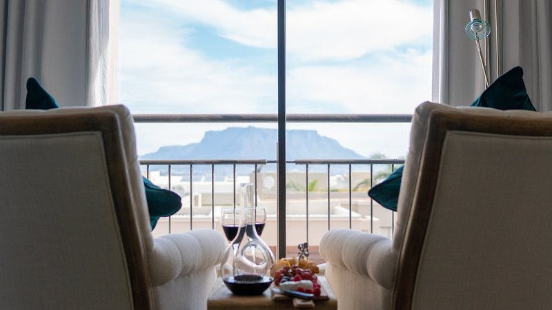 S'Cape Guesthouse Luxurious House with Exquisite Table Mountain View, alquiler vacacional en Kenridge
