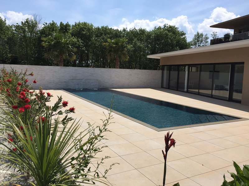 Nice apartment with shared pool, holiday rental in Lattes