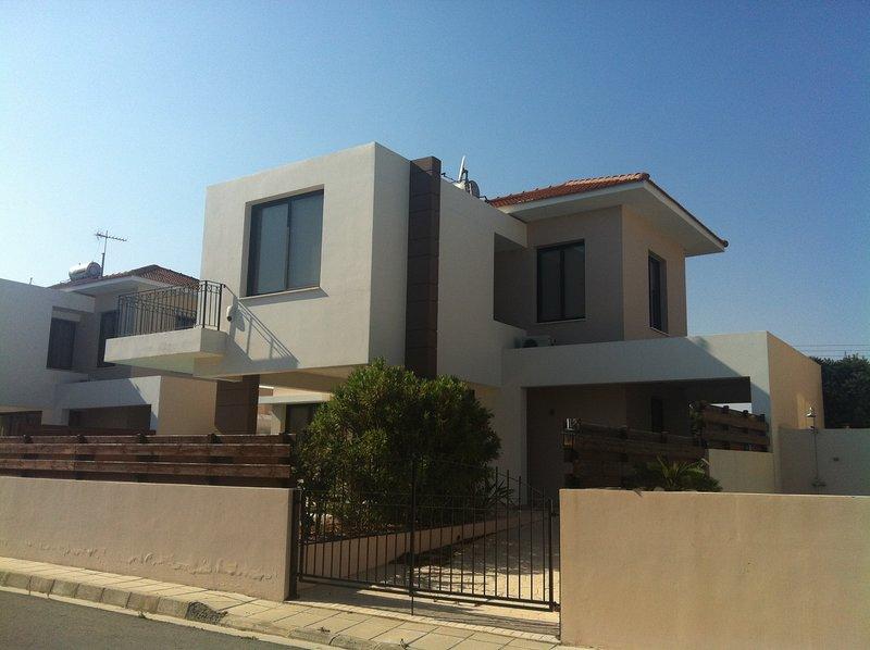 Sand Beach Villa 3BD, holiday rental in Dhekelia