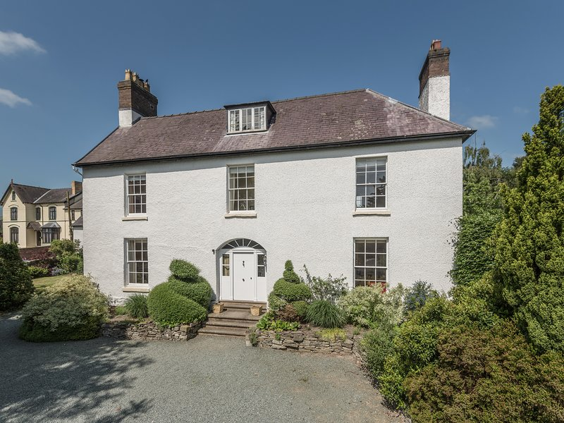 The Old Schoolhouse and Cottage, Bishop'S Castle, holiday rental in Bishops Castle