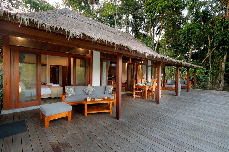 Jungle Wooden Villa, 3 BR, Ubud w/ staff, up to 30% discount!, holiday rental in Bedulu