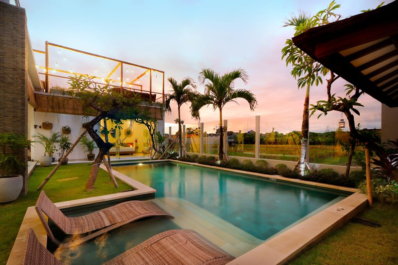 Exclusive Villas Complex, 7 BR, Seminyak Center w/ staff, alquiler vacacional en Kerobokan