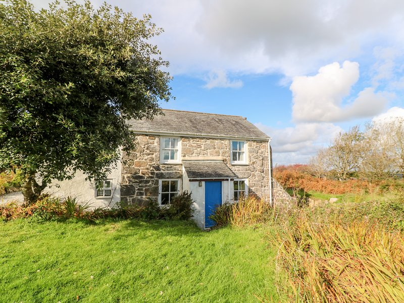 KITTS COTTAGE, woodburner, countryside views, remote location, near Redruth, holiday rental in Whitehall