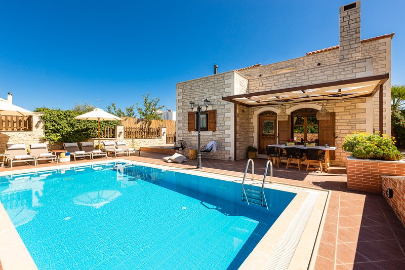 Villa Myrtia-Family villa with private pool, holiday rental in Rethymnon
