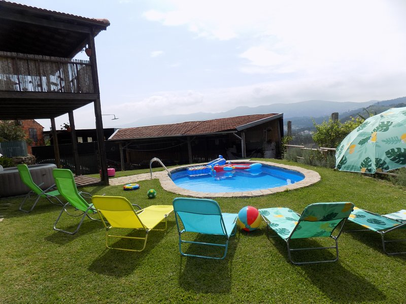 Vista Piscina, Jacuzzi e Jardim