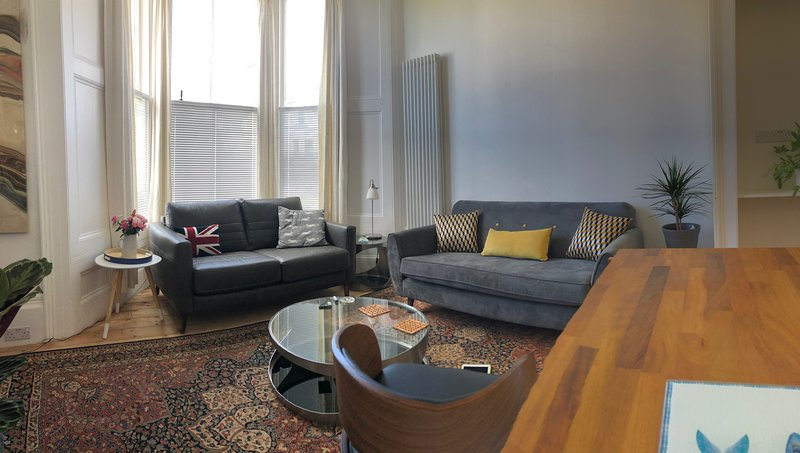 The Balmoral, Contemporary stylish apartment & parking, vacation rental in Plymouth
