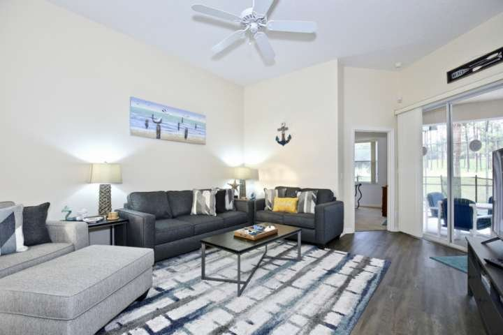 Spacious Living Area w/Flat Screen TV, New, Modern Furniture, Pool Access & View