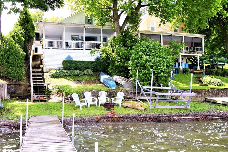 Lakefront home on Keuka Lake w/ beach, dock & firepit - 2 dogs welcome!, casa vacanza a Tyrone