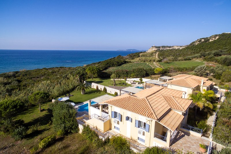 Arillas Magouladon Villa Sleeps 6 with Pool and Air Con - 5816451, holiday rental in Avliotes